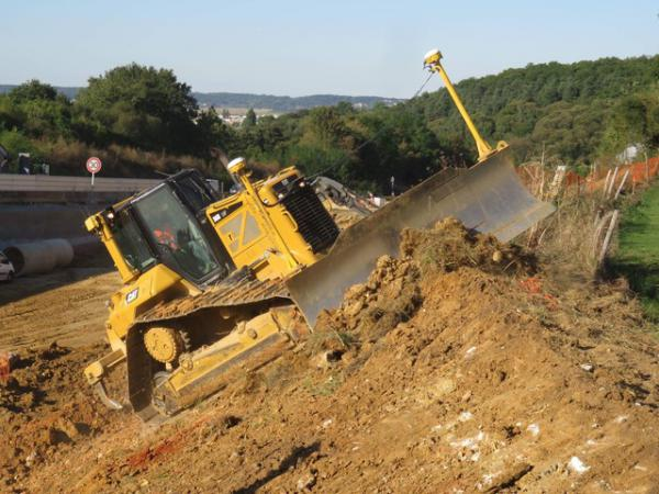 location-bulldozer-caterpillar-d6n-lgp-option-3d-avec-operateur-qualifie-festieux.jpeg