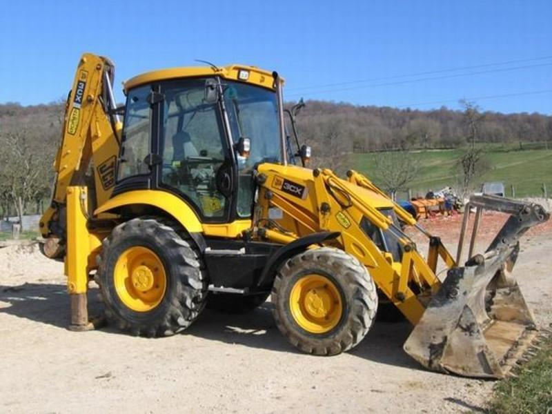 location-tractopelle-jcb-3-cx-bourg-blanc.jpg