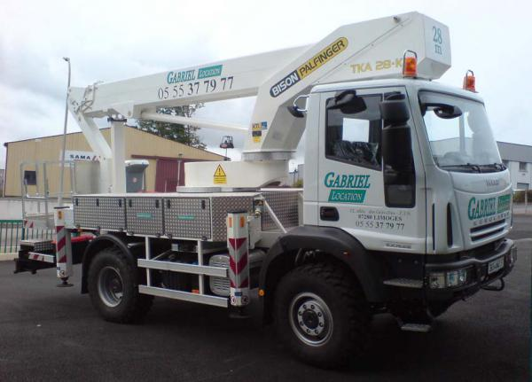 location-camion-nacelle-28-metres-4x4-limoges.JPG